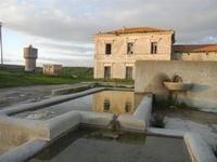 fontana e bevaio, ex stazione feroviaria e torre idrica - 26 febbraio 2012  - Sambuca di sicilia (1961 clic)