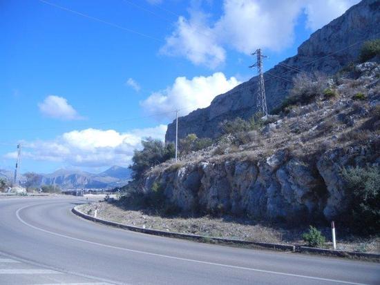 monti e nuvole - CINISI - inserita il 09-Dec-16