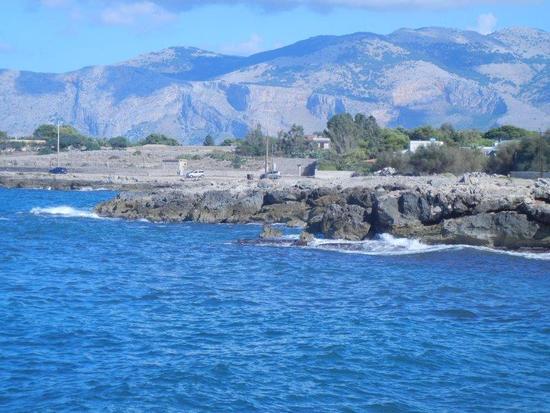 panorama costiero e monti - CINISI - inserita il 09-Dec-16