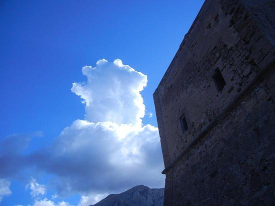 Torre Pozzillo e nuvole - CINISI - inserita il 09-Dec-16