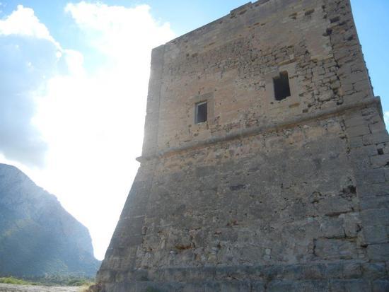 Torre Pozzillo, monte e nuvole - CINISI - inserita il 09-Dec-16
