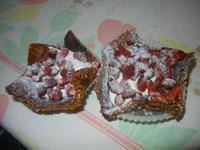 canestrelli - canestrelli croccanti alle mandorle con panna e fragole - 14 settembre 2012  - Alcamo (491 clic)