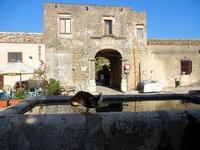 papera, fontana e Baglio Isonzo - 21 settembre 2012  - Scopello (1580 clic)