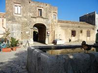 papera, fontana e Baglio Isonzo - 21 settembre 2012  - Scopello (1092 clic)