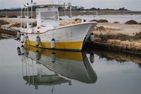Saline e Imbarcadero Storico per l'Isola di Mozia - barca e riflessi - 29 gennaio 2012 - foto di Nicolò Pecoraro  - Marsala (878 clic)