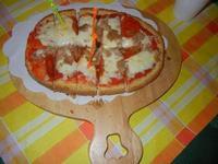 Bruschetta Stammi Lontano con passata di pomodoro, mozzarella, tonno e salamino piccante - La Piazzetta - 1 settembre 2012   - Balestrate (778 clic)