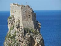 torre di avvistamento sui faraglioni - 6 maggio 2012  - Scopello (607 clic)