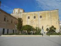 Chiesa di San Domenico - facciata laterale e cupola - monumento a Tommaso Fazello, frate domenicano - 26 febbraio 2012  - Sciacca (1161 clic)