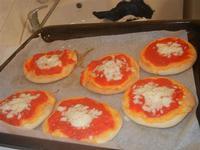 pizzette preparazione pizzette - Progetto Continuità - I.C. Pascoli - 10 gennaio 2012  - Castellammare del golfo (713 clic)