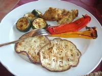 antipasto: melanzane, peperoni e zucchine arrosto, frittatine - Baglio Arcudaci - 27 maggio 2012  - Bruca (590 clic)