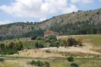 Tempio e panorama - 27 maggio 2012 - Foto di Nicolò Pecoraro  - Segesta (1049 clic)