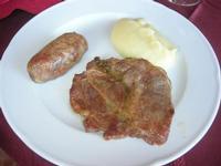 secondo: arrosto misto con puré di patate - Baglio Arcudaci - 27 maggio 2012  - Bruca (529 clic)