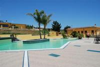 piscina - Baglio Arcudaci - 27 maggio 2012 - Foto di Nicolò Pecoraro  - Bruca (491 clic)
