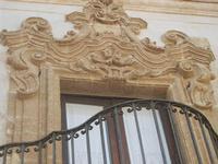 balcone in Piazza San Carlo - particolare architettonico - 12 agosto 2012  - Erice (446 clic)