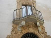balcone in Piazza San Carlo - particolari architettonici - 12 agosto 2012  - Erice (449 clic)