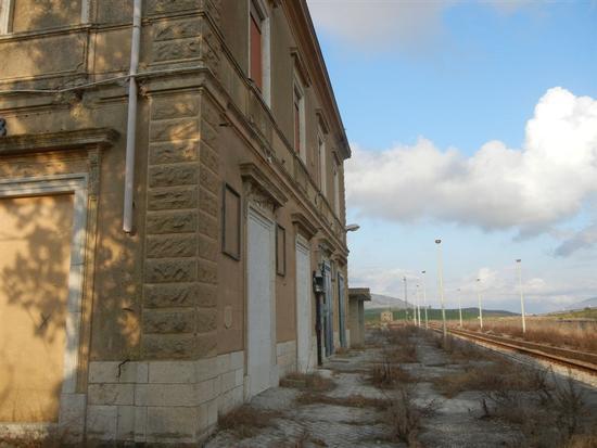 ex stazione ferroviaria - BRUCA - inserita il 18-Apr-14