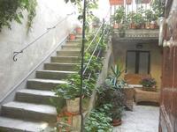 cortile con scalinata  - 12 agosto 2012  - Erice (413 clic)