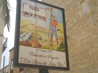 Piazza Unità d'Italia - insegna - 22 aprile 2012  - Calatafimi segesta (1507 clic)