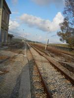 ex stazione ferroviaria binario, marciapiedi e panorama - 4 marzo 2012  - Bruca (771 clic)