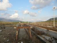 ex stazione ferroviaria binario morto, binario, marciapiedi e panorama - 4 marzo 2012  - Bruca (1040 clic)