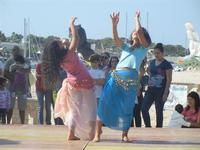 4° Festival Internazionale degli Aquiloni - I Soffi del Mondo, danze di differenti paesi a cura dell'Associazione Interculturale Narramondi Onlus - 24 maggio 2012  - San vito lo capo (248 clic)