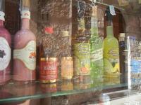 vetrina liquori e riflessi - 12 agosto 2012  - Erice (371 clic)