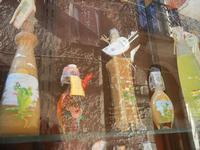vetrina liquori e riflessi - 12 agosto 2012  - Erice (425 clic)