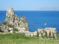 torre di avvistamento, faraglioni e tonnara - 6 maggio 2012  - Scopello (645 clic)
