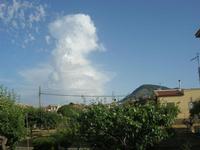 Monte Bonifato e nuvola - 15 giugno 2012  - Alcamo (220 clic)