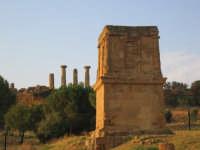 Tempio di Terone e, sullo sfondo, Tempio di Ercole  - Agrigento (3829 clic)