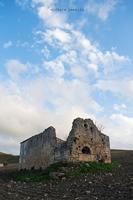 Ruderi di una chiesa medievale detta a crisiazza nei pressi di Grammichele (1447 clic)