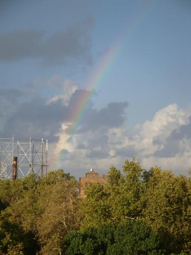 L'arcobaleno sul Gasometro di Villa Giulia. - Palermo - inserita il 29-Feb-16