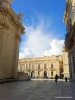 piazza ortigiana   - Siracusa (769 clic)