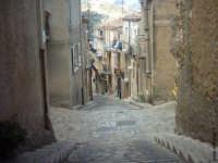 Una discesa del paese  - Caltavuturo (9346 clic)