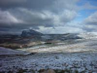 (Inverno 2003-04)Il manto bianco ed in fondo la montagna del paese.  - Caltavuturo (6840 clic)