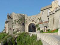 Mura di cinta con Porta Milazzo  - Rometta (7665 clic)