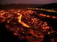 Veduta notturna dal quartiere Pizzo  - Modica (5260 clic)