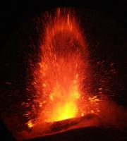 Etna in eruzione del 24 Novembre 2002. La foto è stata scattata da Paterno' con un potente tele montato sulla mia reflex digitale  - Paternò (3945 clic)