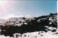 la  neve si scioglie a contatto con la colata lavica del 2001  - Etna (2238 clic)