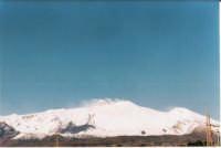 La valle del Bove ben evidente, foto scattata da Riposto  - Etna (2335 clic)