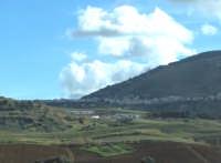 parte della città di Alcamo vista dall'autostrada  - Alcamo (1756 clic)