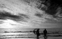 Alba catanese litorale la Playa Cozzolari o cercatori di telline durante il loro lavoro  - Catania (3220 clic)