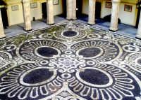 Particolare cortile interno della Università degli studi di Catania  - Catania (3668 clic)