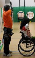Io e Ifigenia al tiro.... (Piana degli Albanesi) Campionato Regionale 18 mt indoor 2013 (436 clic)