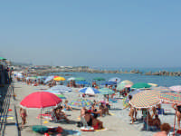 spiaggia di Villafranca 2004  - Villafranca tirrena (11435 clic)