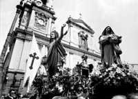 Domenica di Pasqua: A Paci, incontro gioioso tra il Cristo risorto e la Vergine Maria.  - Biancavilla (2794 clic)