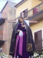 Simulacro cereo della Vergine Addolorata nella processione del Venerdì Santo mattina 2005. Processione giunta nella chiesa San Gaetano. (by v.v.)  - Biancavilla (2481 clic)