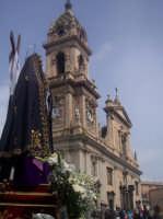 Particolare della processione mattutina del Venerdì Santo della Madonna Addolorata. La processione giunta in piazza Roma. (by v.v.)  - Biancavilla (2398 clic)