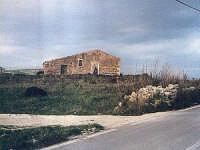 Casolare e palmento nei pressi di case Maucini in direzione Baronello,Concerie ,Punta delle Formiche ,Costa dell'Ambra  - Pachino (6069 clic)