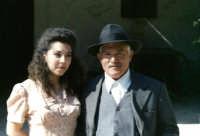 Salvatore Spinello con una ragazza comparse nel film di Gianni Amelio   - Pachino (5543 clic)